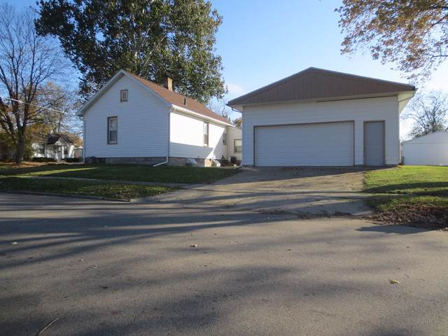 1401 S Roosevelt Avenue, Bloomington, IL 61701 (MLS #10572515) :: Ryan Dallas Real Estate