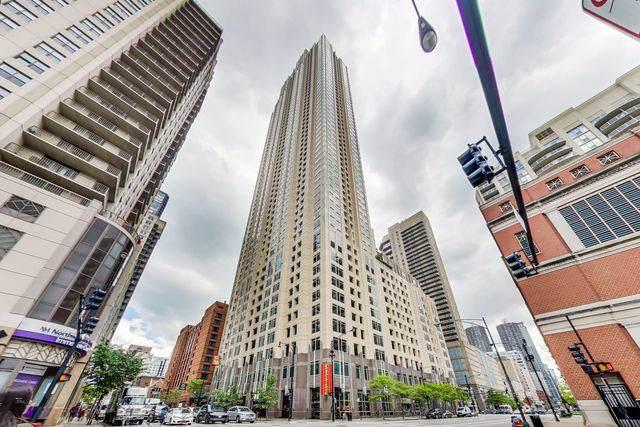 33 W Ontario Street Th5, Chicago, IL 60654 (MLS #10572771) :: Helen Oliveri Real Estate