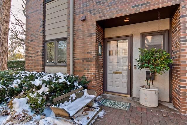 52 E Center Avenue #52, Lake Bluff, IL 60044 (MLS #10576282) :: John Lyons Real Estate