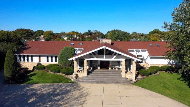12 Lochinvar Lane, Oak Brook, IL 60523 (MLS #10579889) :: John Lyons Real Estate