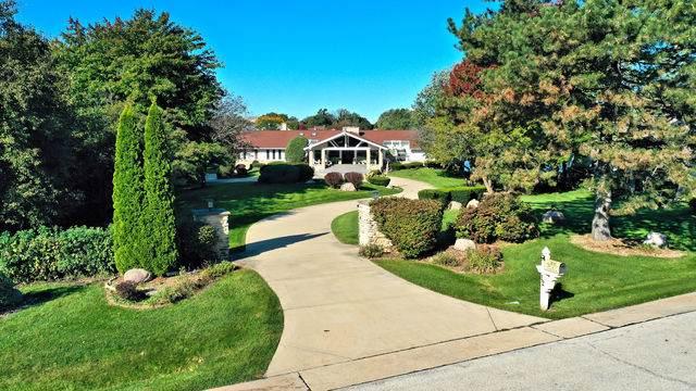 12 Lochinvar Lane, Oak Brook, IL 60523 (MLS #10579896) :: Littlefield Group
