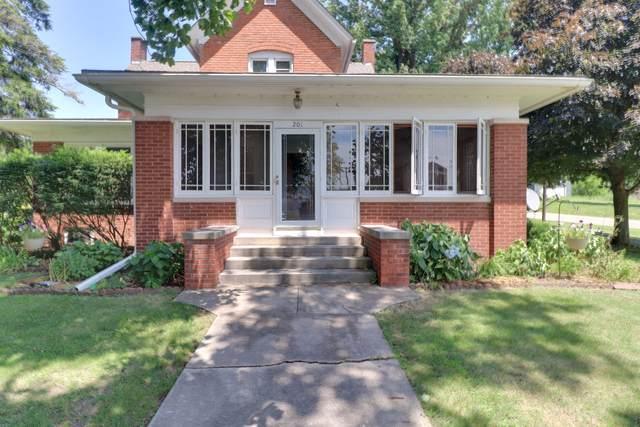 201 Monroe Street, Hopedale, IL 61747 (MLS #10581732) :: Janet Jurich
