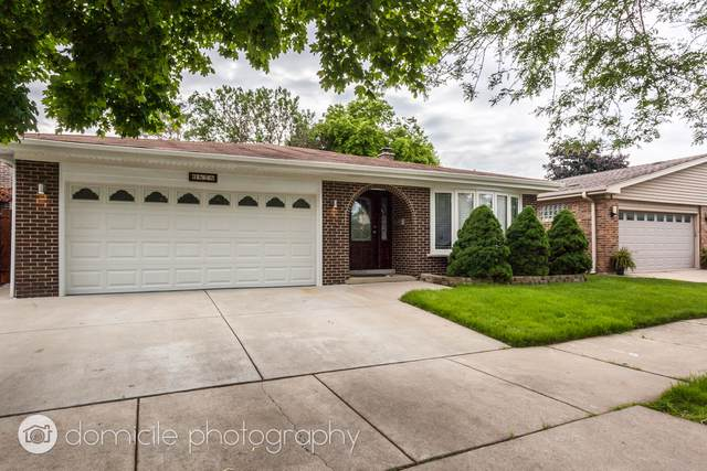 6878 N Dowagiac Avenue, Chicago, IL 60646 (MLS #10584394) :: Property Consultants Realty
