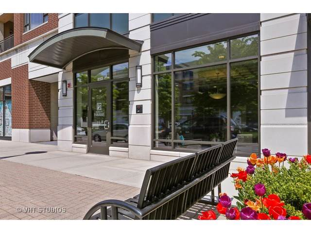 850 Village Center Drive #216, Burr Ridge, IL 60527 (MLS #10586942) :: Littlefield Group