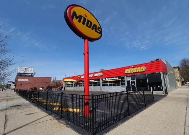 7501 N Western Avenue, Chicago, IL 60645 (MLS #10587947) :: The Mattz Mega Group