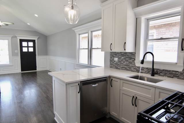 5013 S Luna Avenue, Chicago, IL 60638 (MLS #10588660) :: The Wexler Group at Keller Williams Preferred Realty