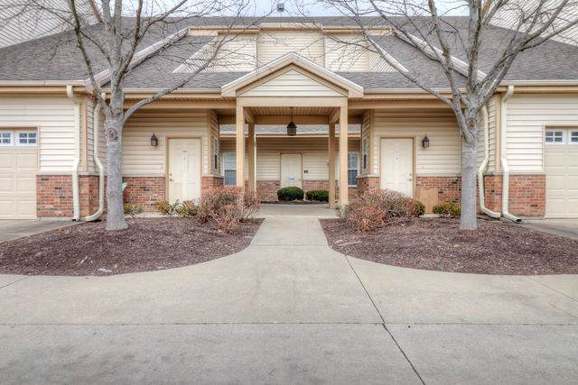 3810 Thornhill Circle #3810, Champaign, IL 61822 (MLS #10589634) :: Ryan Dallas Real Estate