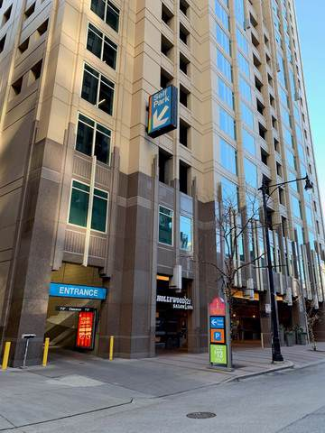 33 W Ontario Street P10-C29, Chicago, IL 60654 (MLS #10598130) :: Property Consultants Realty