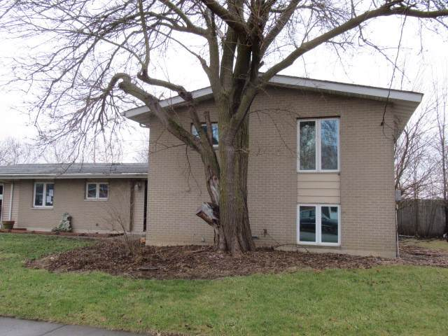 1533 S Pointe Drive, Rantoul, IL 61866 (MLS #10606701) :: Ryan Dallas Real Estate