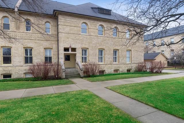 290 Leonard Wood South #202, Highland Park, IL 60035 (MLS #10609185) :: Suburban Life Realty