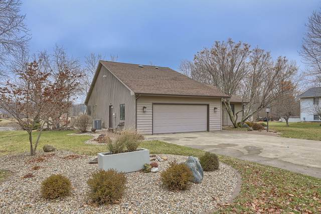 1902 Lake Shore Drive, Mahomet, IL 61853 (MLS #10610681) :: Ryan Dallas Real Estate