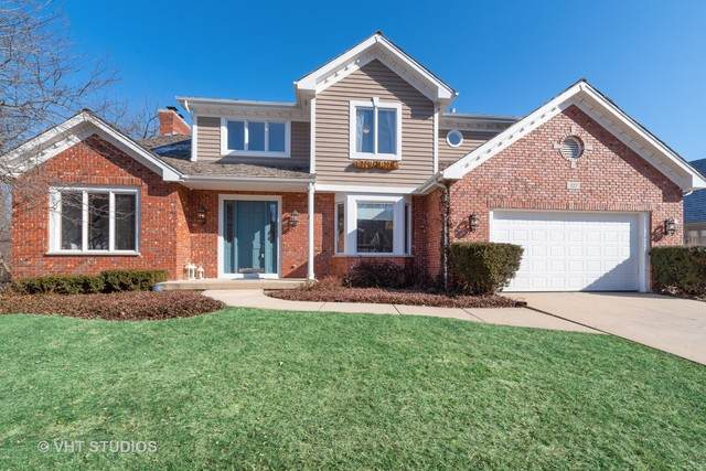 327 Carriage Hill Circle, Libertyville, IL 60048 (MLS #10612126) :: Littlefield Group