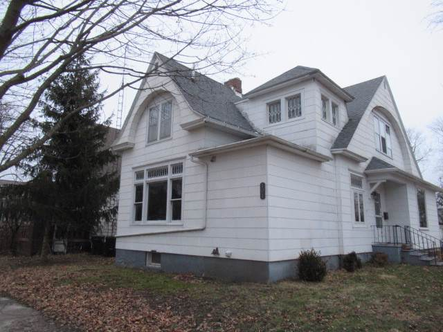 101 N Pine Street, VILLA GROVE, IL 61956 (MLS #10613820) :: Ryan Dallas Real Estate