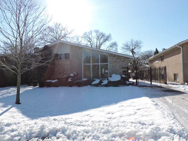 4845 W Greenleaf Avenue, Lincolnwood, IL 60712 (MLS #10617570) :: Berkshire Hathaway HomeServices Snyder Real Estate