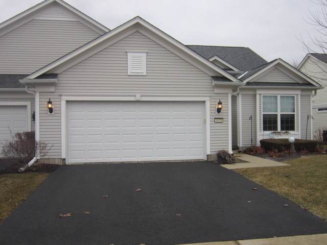 1620 Countryside Drive #6402, Shorewood, IL 60404 (MLS #10618332) :: The Wexler Group at Keller Williams Preferred Realty