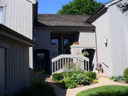 208-B Hickory Lane W C450sfc, Lake Barrington, IL 60010 (MLS #10618614) :: Berkshire Hathaway HomeServices Snyder Real Estate