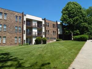 2151 Country Club Drive #4, Woodridge, IL 60517 (MLS #10618981) :: Property Consultants Realty