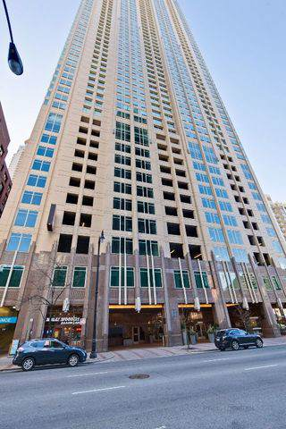 33 W Ontario Street P12-W26, Chicago, IL 60654 (MLS #10624756) :: Property Consultants Realty