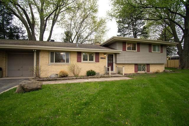 35W165 Crescent Drive, Dundee, IL 60118 (MLS #10627551) :: Ryan Dallas Real Estate