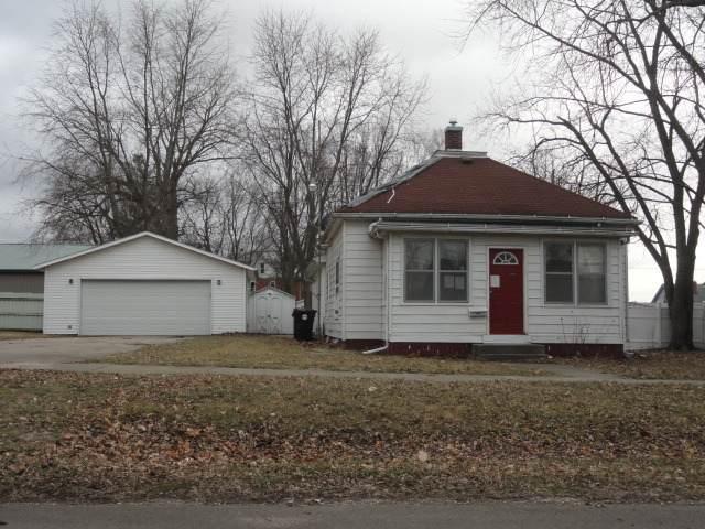 107 N Locust Street, Wapella, IL 61777 (MLS #10631555) :: Lewke Partners