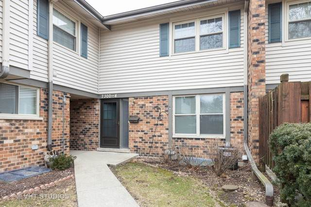 7300 Winthrop Way #4, Downers Grove, IL 60516 (MLS #10632419) :: Berkshire Hathaway HomeServices Snyder Real Estate