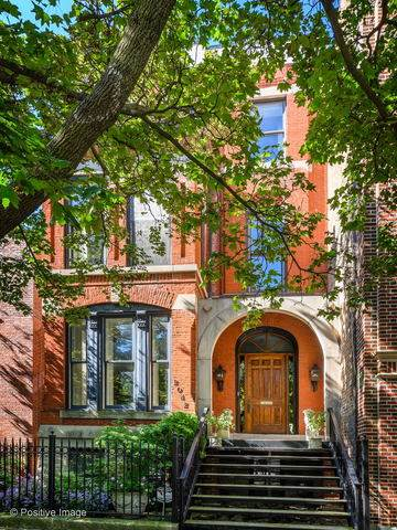 2042 N Cleveland Avenue, Chicago, IL 60614 (MLS #10637987) :: Helen Oliveri Real Estate