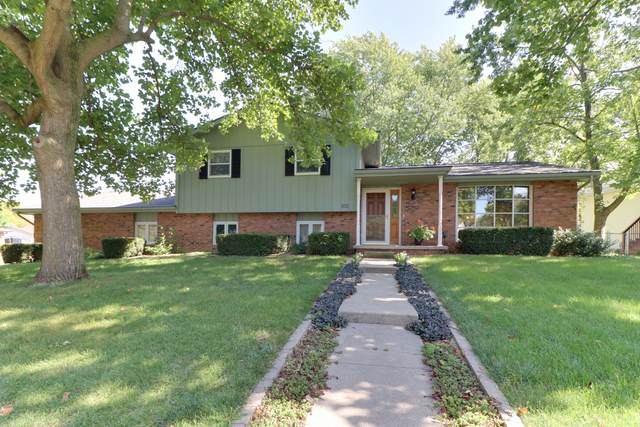 102 S Devonshire Drive, Bloomington, IL 61704 (MLS #10639007) :: Berkshire Hathaway HomeServices Snyder Real Estate