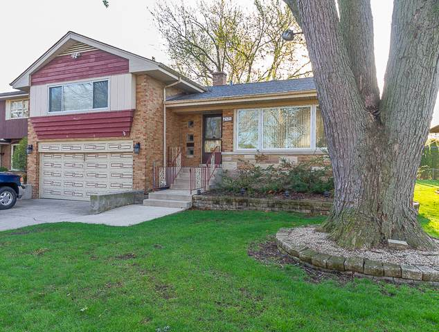 2425 Hawthorne Avenue, Westchester, IL 60154 (MLS #10640554) :: Century 21 Affiliated