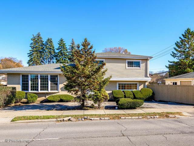 8825 Crawford Avenue, Skokie, IL 60076 (MLS #10640698) :: The Dena Furlow Team - Keller Williams Realty