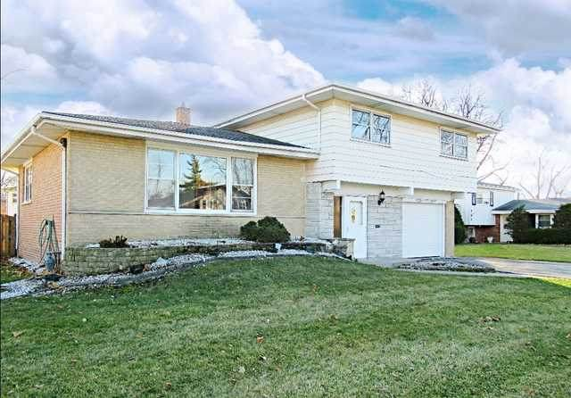 757 E 170TH Place, South Holland, IL 60473 (MLS #10642437) :: Suburban Life Realty