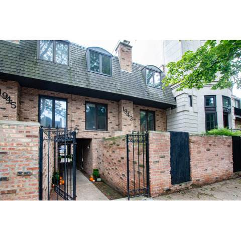 1943 N Hudson Avenue A, Chicago, IL 60614 (MLS #10642793) :: Property Consultants Realty