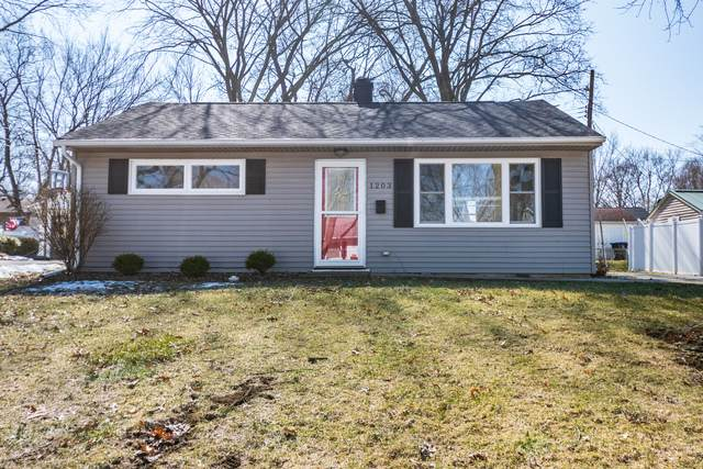 1203 Prairie Lane, Bloomington, IL 61701 (MLS #10646830) :: Property Consultants Realty