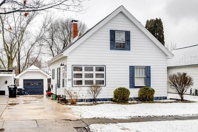 1017 E Olive Street, Bloomington, IL 61701 (MLS #10648733) :: BN Homes Group