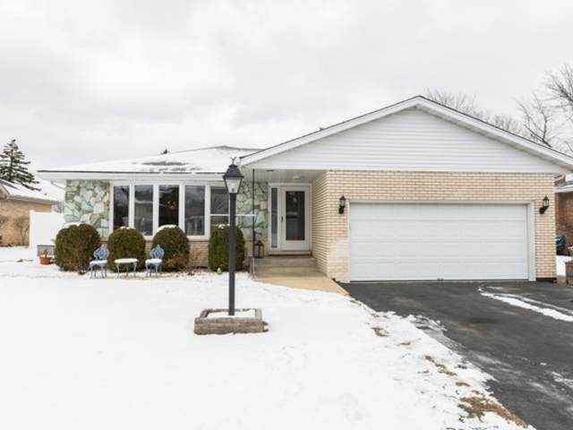 8216 Crestview Drive, Willow Springs, IL 60480 (MLS #10650341) :: The Perotti Group | Compass Real Estate