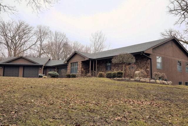 9443 E Oak Ridge Drive, Rochelle, IL 61068 (MLS #10672583) :: Suburban Life Realty