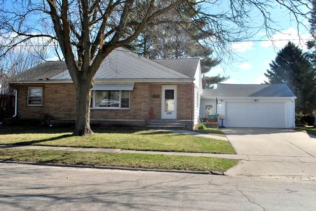 1091 N Main Street, Rochelle, IL 61068 (MLS #10675061) :: Suburban Life Realty