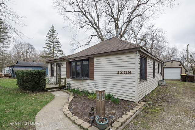 3209 S Woods Avenue, Mchenry, IL 60051 (MLS #10679339) :: Helen Oliveri Real Estate