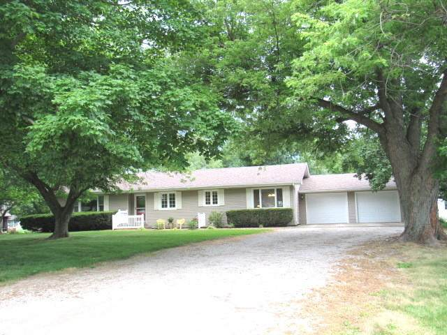 7677 White Oak Road, CLINTON, IL 61727 (MLS #10681345) :: Property Consultants Realty