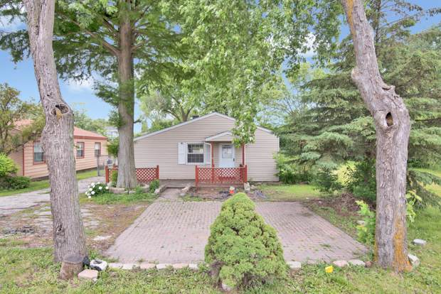 4014 Cass Avenue, Westmont, IL 60559 (MLS #10681436) :: BN Homes Group