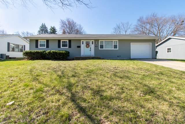 313 Rowe Drive, Bloomington, IL 61701 (MLS #10682539) :: Jacqui Miller Homes