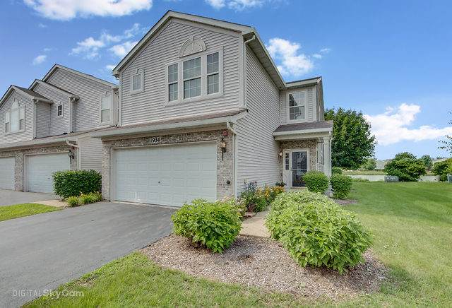 1934 Candlelight Drive, Montgomery, IL 60538 (MLS #10684156) :: The Dena Furlow Team - Keller Williams Realty