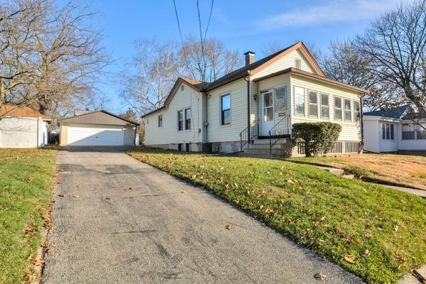1106 Low Street, Bloomington, IL 61701 (MLS #10684891) :: BN Homes Group