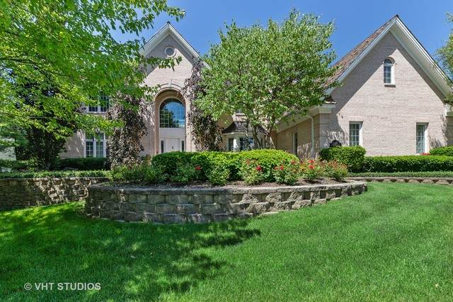 320 Camelot Lane, Libertyville, IL 60048 (MLS #10685701) :: Helen Oliveri Real Estate