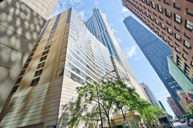 110 E Delaware Place #502, Chicago, IL 60611 (MLS #10686951) :: Angela Walker Homes Real Estate Group