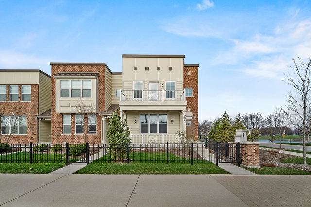 984 Station Boulevard, Aurora, IL 60504 (MLS #10687313) :: Littlefield Group
