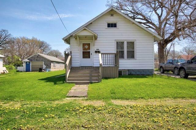 107 S Mansfield Avenue, Milford, IL 60953 (MLS #10699630) :: Janet Jurich