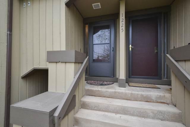 1225 Oak Hill Road A, Lake Barrington, IL 60010 (MLS #10704186) :: Ani Real Estate