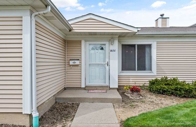 1651 Cornell Drive #1651, Hoffman Estates, IL 60194 (MLS #10707510) :: Property Consultants Realty