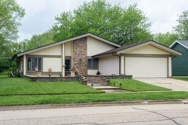 5724 Ring Court, Hanover Park, IL 60133 (MLS #10713017) :: Ani Real Estate