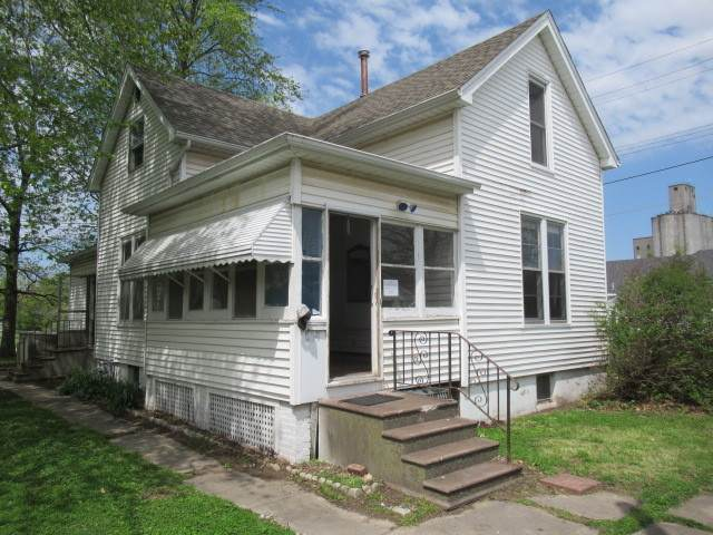 204 S Washington Street, Tuscola, IL 61953 (MLS #10718394) :: Ryan Dallas Real Estate